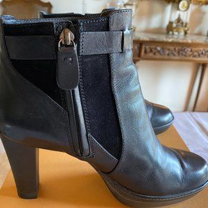 TOD'S Italian Leather Heeled Ankle Bootie